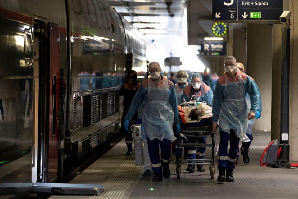 Κορωνοϊός: Απότομη και ανησυχητική αύξηση των κρουσμάτων στη Γαλλία