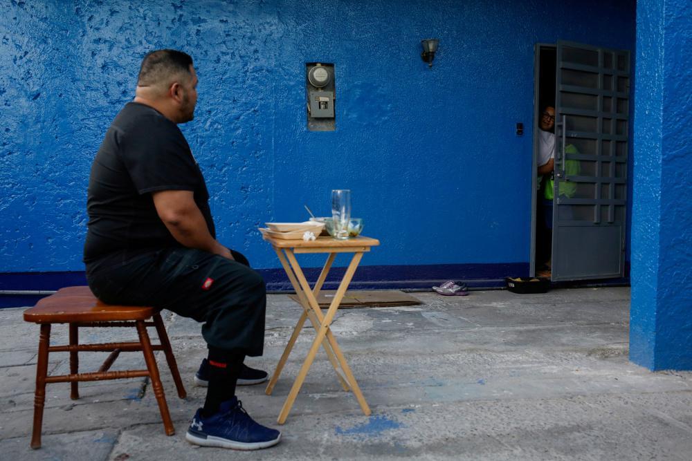 Κορωνοϊός: Οι Γάλλοι πήραν κατά μέσο όρο 2,5 κιλά στη διάρκεια της καραντίνας