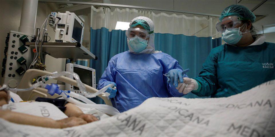Κορωνοϊός - Συγκλονίζει νοσηλεύτρια σε κλινική COVID: Πλέον όσοι μπαίνουν στις ΜΕΘ δεν βγαίνουν