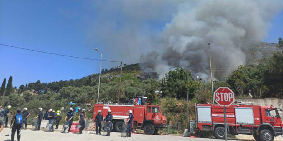 «Εκρηκτική» η κατάσταση στο ΚΥΤ Σάμου: Νέα φωτιά και επεισόδια