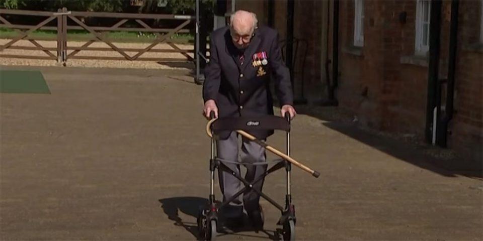 Κορωνοϊός: Ο σούπερ παππούς που συγκεντρώνει εκατομμύρια για το βρετανικό ΕΣΥ κάνοντας βόλτες στον κήπο του