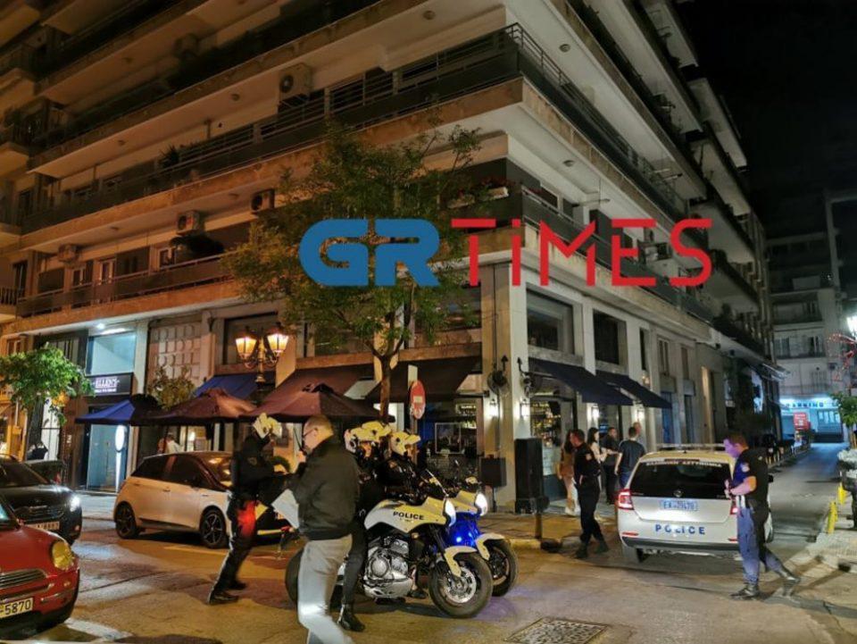 Θεσσαλονίκη: Συνωστισμός σε take away μπαρ – Η αστυνομία διέλυσε το πλήθος
