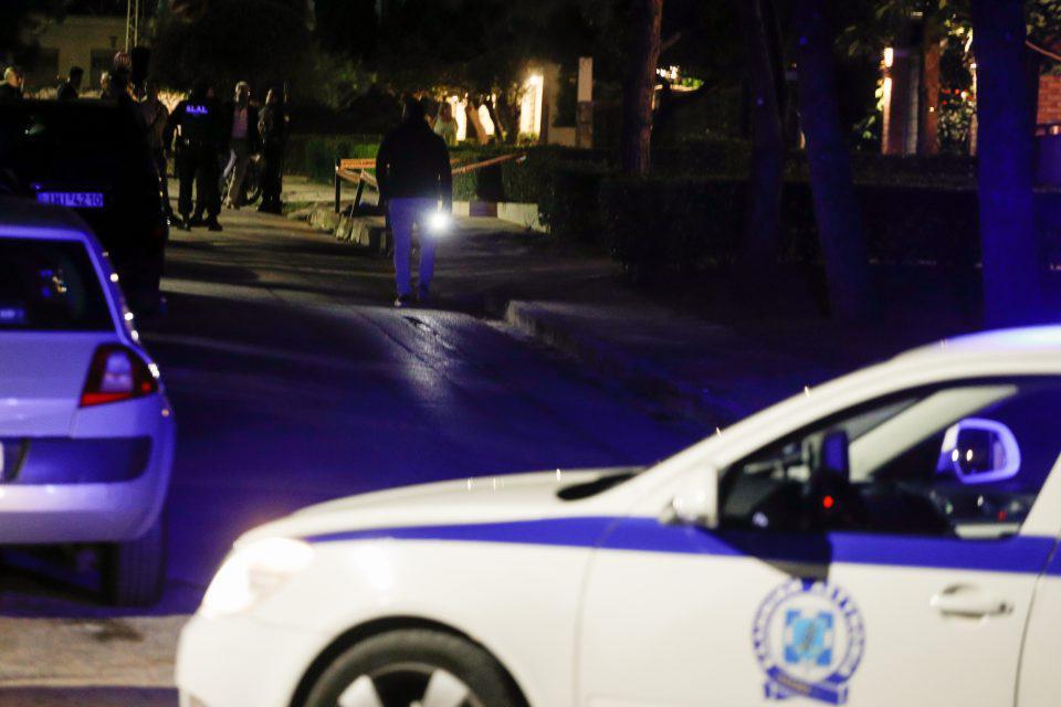 Μαφιόζικη εκτέλεση στη Βούλα: Ταυτοποιήθηκε το θύμα - Πού οδηγούνται οι έρευνες