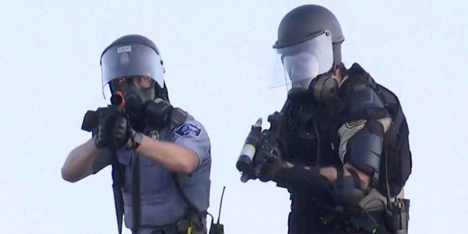 Δολοφονία Τζορτζ Φλόιντ: Εκτός ορίων η κατάσταση στη Μινεάπολη - Τραυματισμοί δημοσιογράφων από πλαστικές σφαίρες