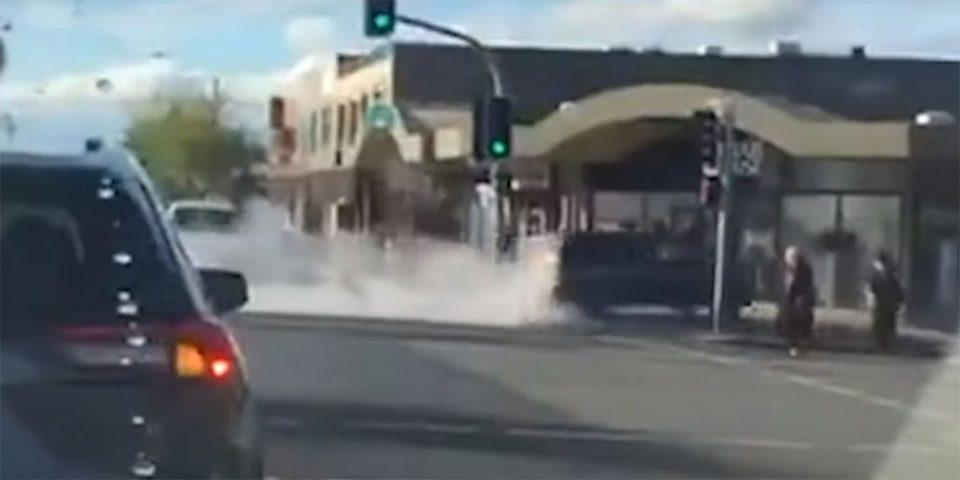 Συναγερμός στην Αυστραλία: Αυτοκίνητο «καρφώθηκε» σε κατάστημα πώλησης χιτζάμπ - 12 τραυματίες