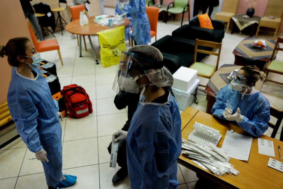 Κορωνοϊος: Συναγερμός και ανησυχία για τα 97 κρούσματα - Προειδοποίηση για τοπικά lockdown