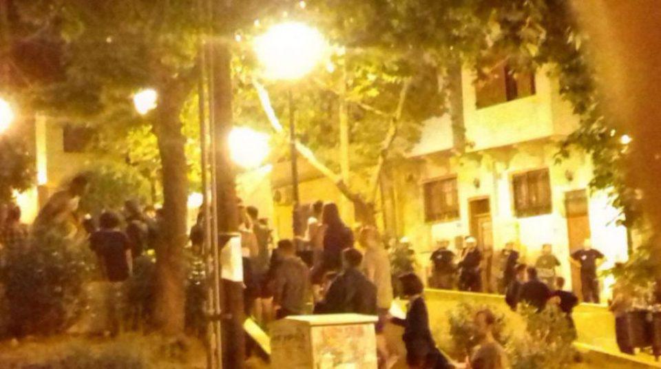 Επεισόδια με τα ΜΑΤ σε επιχείρηση εκκένωσης πλατείας στην Θεσσαλονίκη
