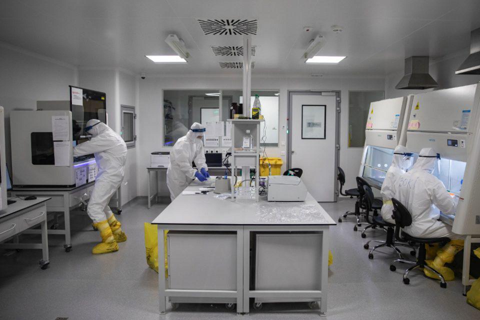 Κορωνοϊός: Αυτοί είναι πιο ευάλωτοι στον φονικό ιό - Τι δείχνουν τα δεδομένα του ΕΟΔΥ
