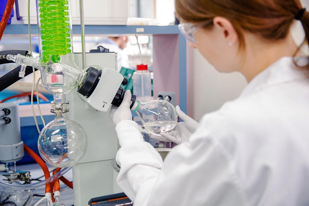 Βρετανία - Κορωνοϊός: «Στην παραγωγή πριν λάβει έγκριση» το εμβόλιο της Οξφόρδης