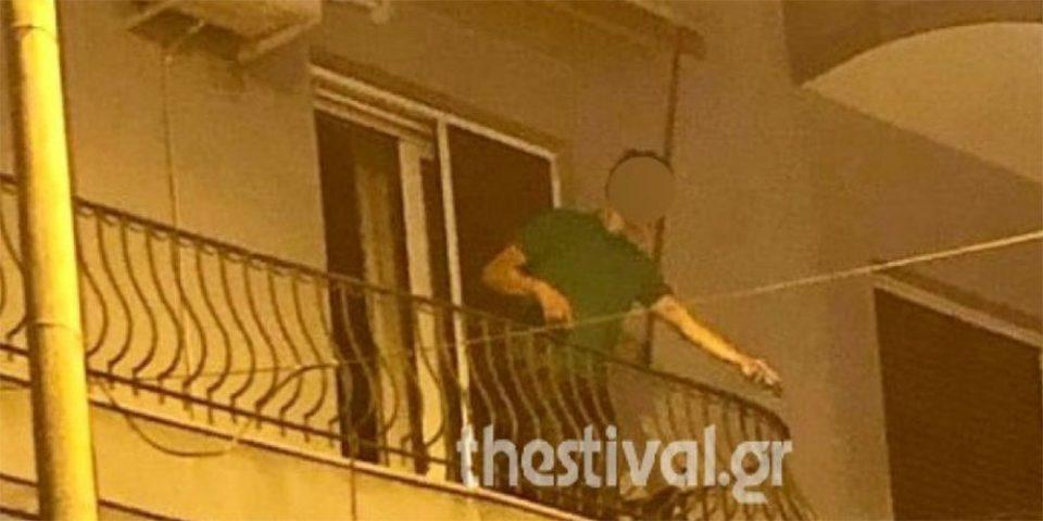 Βγήκε στο μπαλκόνι και πετούσε… γλάστρες σε θαμώνες μπαρ!