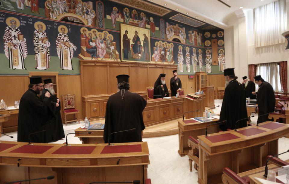 Η Ιερά Σύνοδος «τραβάει το... αυτί» του Αμβρόσιου: Μόνο η ΔΙΣ έχει την αρμοδιότητα επιβολής του αφορισμού