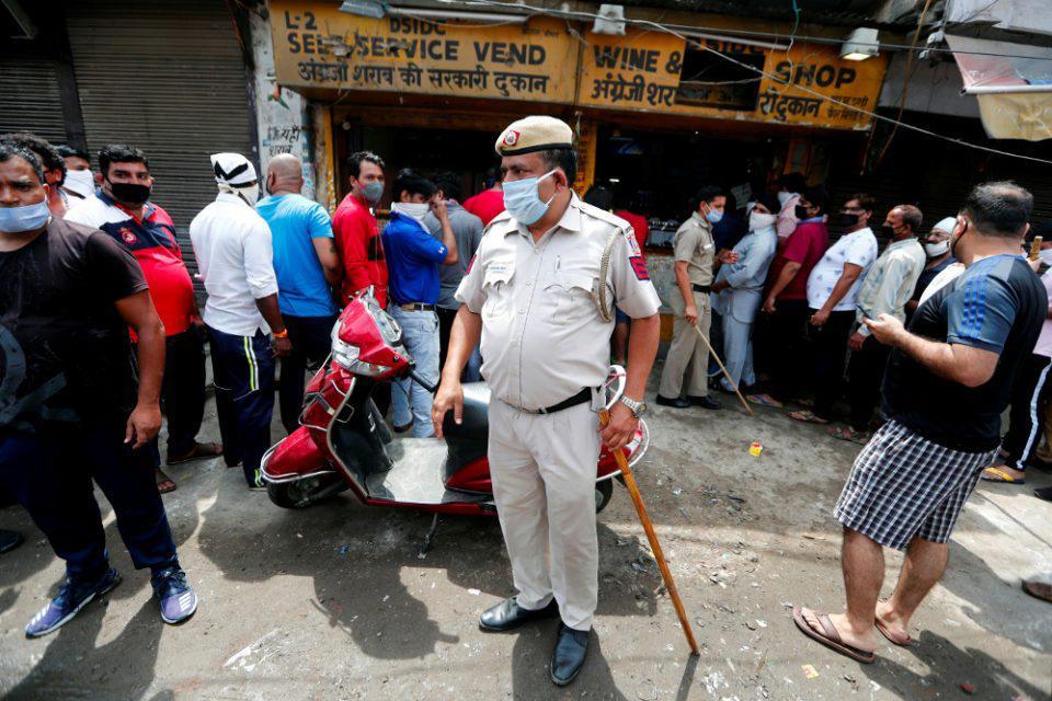Ινδία-Κορωνοϊός: Ρεκόρ 67.000 κρουσμάτων σε 24 ώρες - Πάνω από 47.000 οι θάνατοι