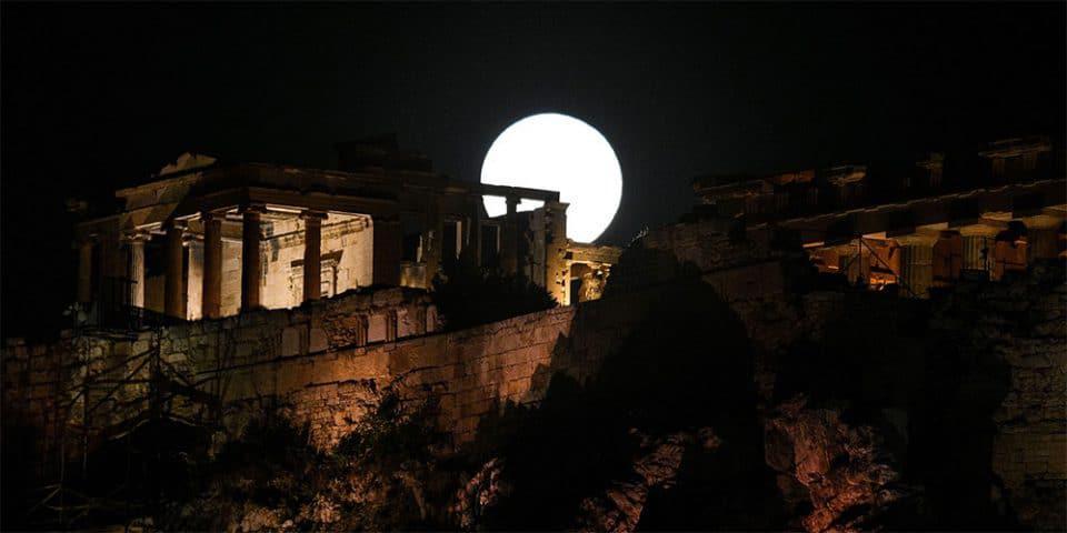 Η υπερπανσέληνος και η μοναδική ολική έκλειψη Σελήνης του 2021