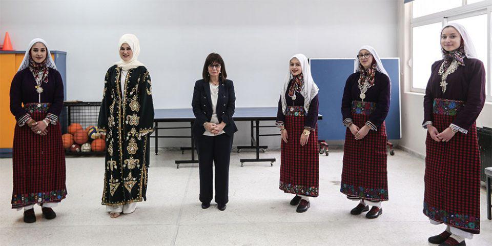 Σακελλαροπούλου: Συνάντηση με γυναίκες της Ξάνθης - Ήπιε καφέ με μουσουλμάνες και χριστιανές