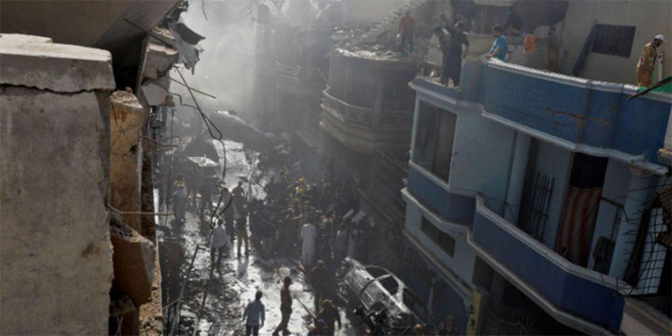 Αεροπορικό δυστύχημα στο Πακιστάν: Συγκλονιστικές μαρτυρίες - 97 νεκροί ο τραγικός απολογισμός