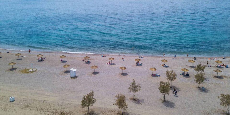Άλλαξε όψη η παραλία Γλυφάδας: Έτσι θα απολαμβάνουμε το μπάνιο μας την εποχή του κορωνοϊού!