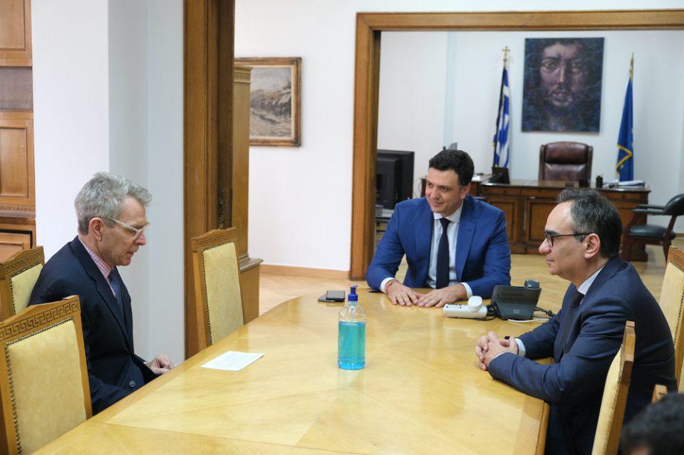 Η Ελλάδα παρέλαβε 200.000 rapid τεστ αντισωμάτων – Ο ρόλος των ΗΠΑ και η συνάντηση Πάιατ – Κικίλια