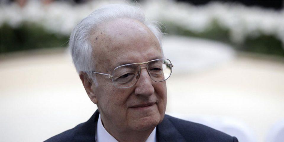 Ο Ιταλός «φαρσέρ» ξαναχτύπησε: «Πέθανε» τον Σαρτζετάκη μέσω… Γεραπετρίτη