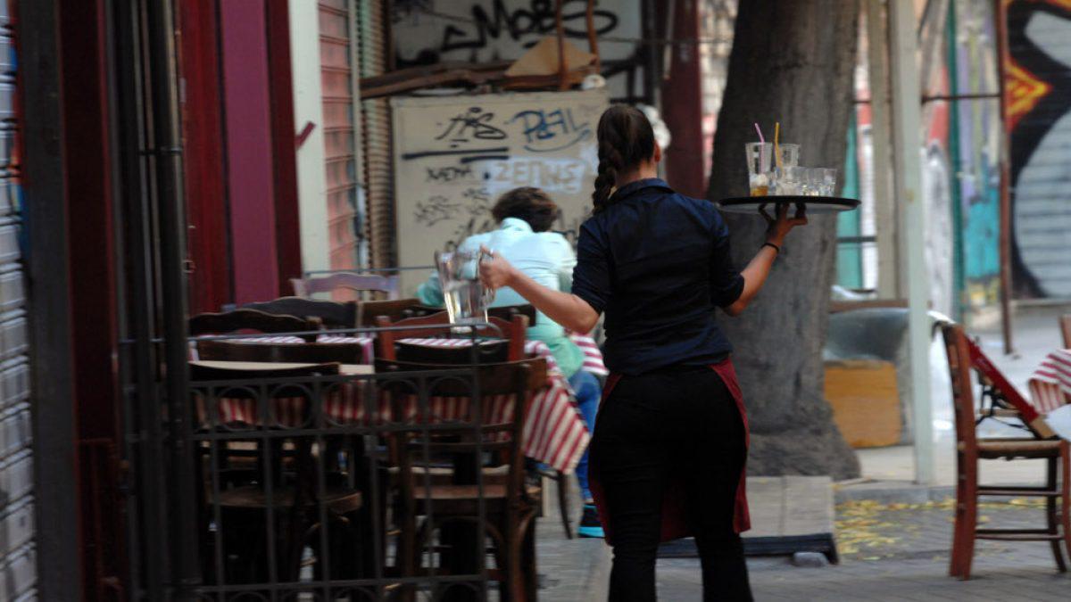 Εστίαση: Έτσι θα παραγγέλνουμε στους σερβιτόρους από Δευτέρα