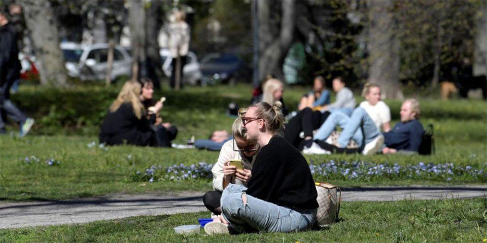 Πήγε περίπατο η ανοσία της αγέλης στην Σουηδία - Μόνο το 6,1% έχει αντισώματα