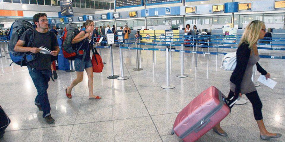 Politico: Γιατί δεν πρέπει να κλείσουμε ακόμα τις διακοπές μας - Τα θολά σημεία στις οδηγίες της ΕΕ
