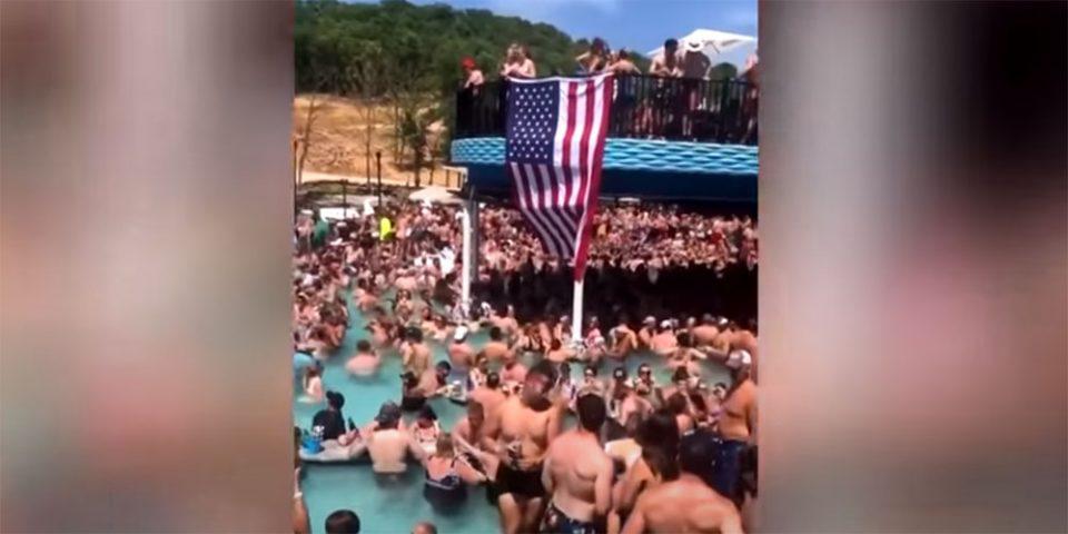 Ξεσάλωσαν στις ΗΠΑ: Το viral βίντεο από πάρτι σε πισίνα