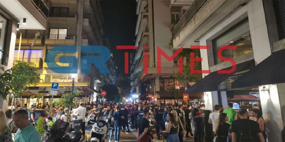 Θεσσαλονίκη: Συνωστισμός και πάλι για ένα… ποτό – Παρέμβαση της ΕΛ.ΑΣ.