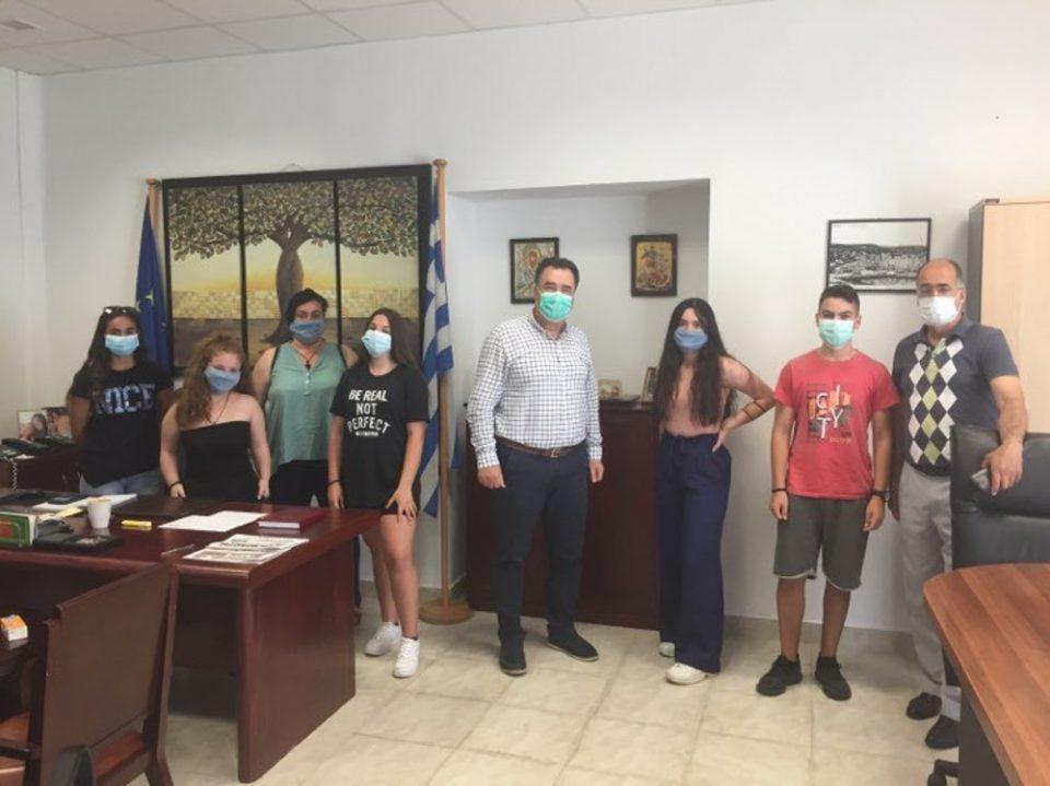 Ωραίοι οι μαθητές του 3ου Γυμνασίου Μυτιλήνης: Τα λεφτά για τη σχολική εκδρομή έγιναν μάσκες για το νοσοκομείο