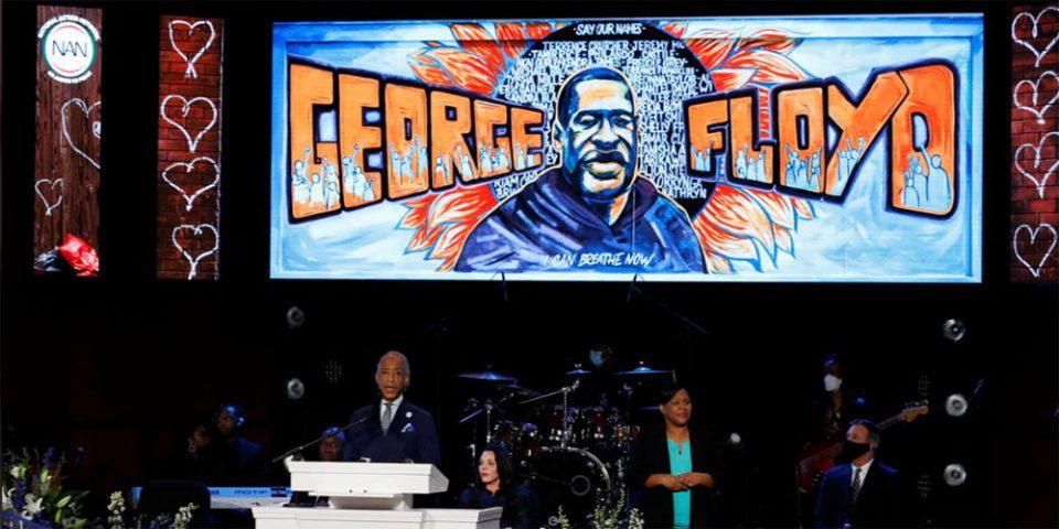Δολοφονία Τζορτζ Φλόιντ: «Βγάλτε το γόνατο από τον λαιμό μας» - Τίμησαν την μνήμη του κρατώντας 8 λεπτά σιωπής