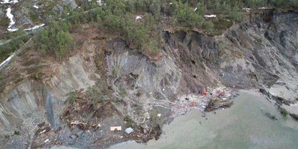 Η γη κόπηκε στα δύο - Συγκλονιστικές εικόνες από ολίσθηση του εδάφους στη Νορβηγία