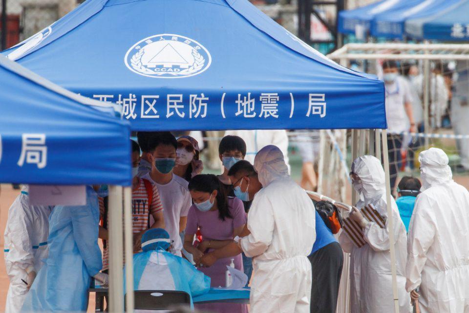 ΣΚόκκινος συναγερμός στο Πεκίνο: «Η κατάσταση με τον κορωνοϊό είναι εξαιρετικά σοβαρή»
