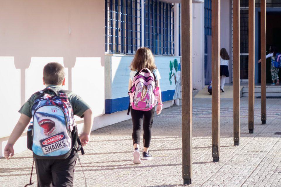 Κρήτη: Σοκαριστικές καταγγελίες – Παιδιά που νοσούν από τον κορονοϊό δεν μπαίνουν σε καραντίνα