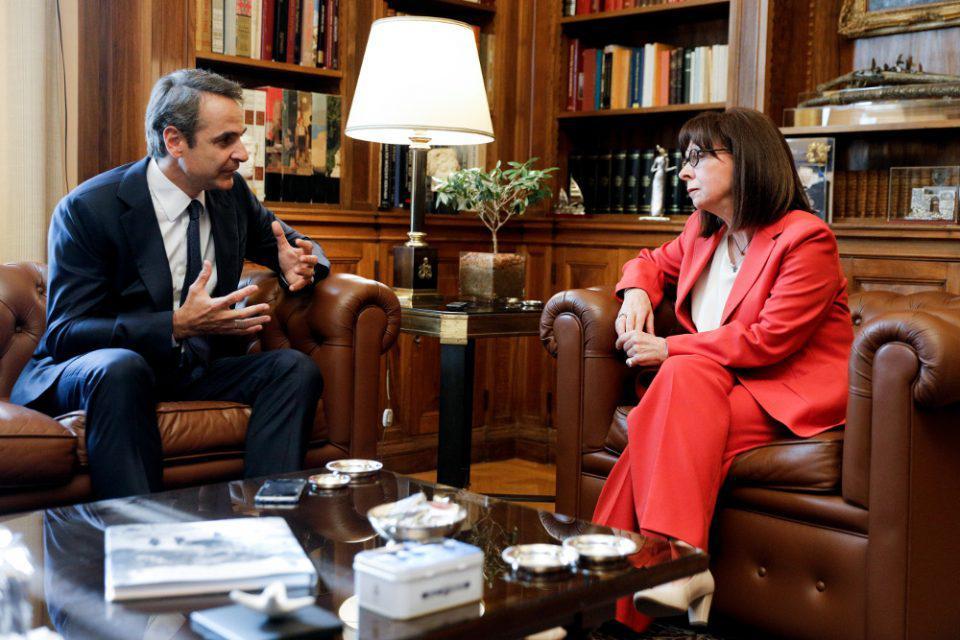 Ηχηρά μηνύματα Μητσοτάκη-Σακελλαροπούλου σε Τουρκία: Θα αντιμετωπίσουμε όλες τις προκλήσεις