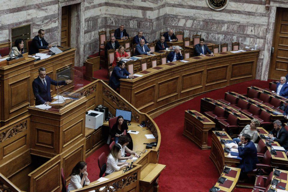 Σφυροκόπημα Μητσοτάκη σε Τσίπρα στη Βουλή: Εσείς διαλύσατε τη μεσαία τάξη και συνεχίζετε να λέτε ψέμματα