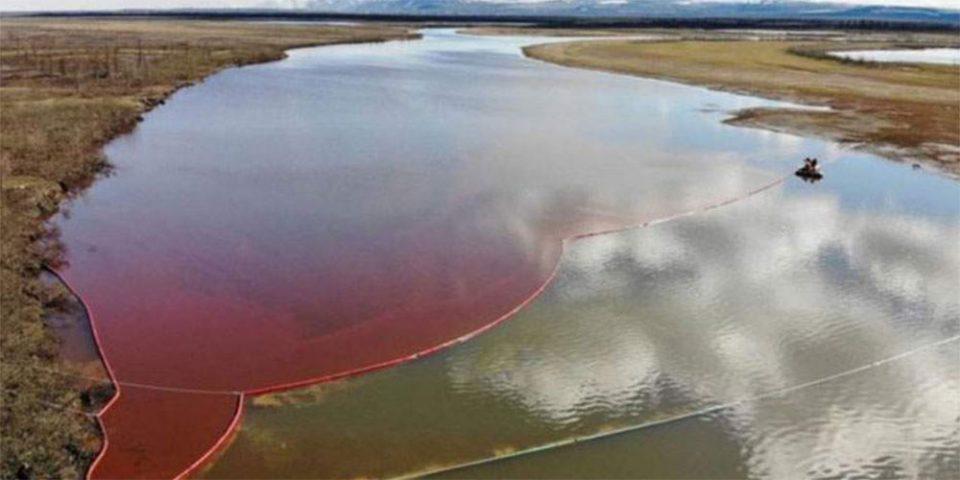 Τεράστια οικολογική καταστροφή στην Αρκτική: Ποτάμι βάφτηκε κόκκινο από τη διαρροή 20.000 τόνων καυσίμου