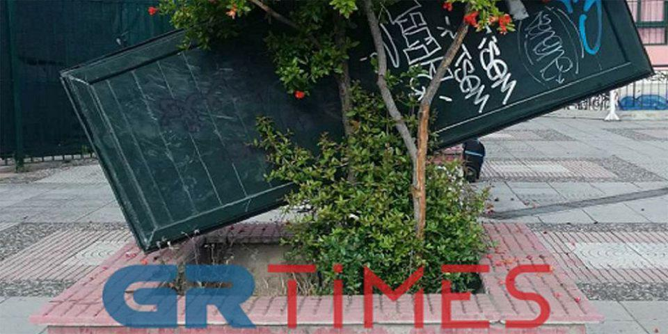 Άγνωστοι έκαναν «γυαλιά - καρφιά» δημοτικό σχολείο στη Θεσσαλονίκη [εικόνες]