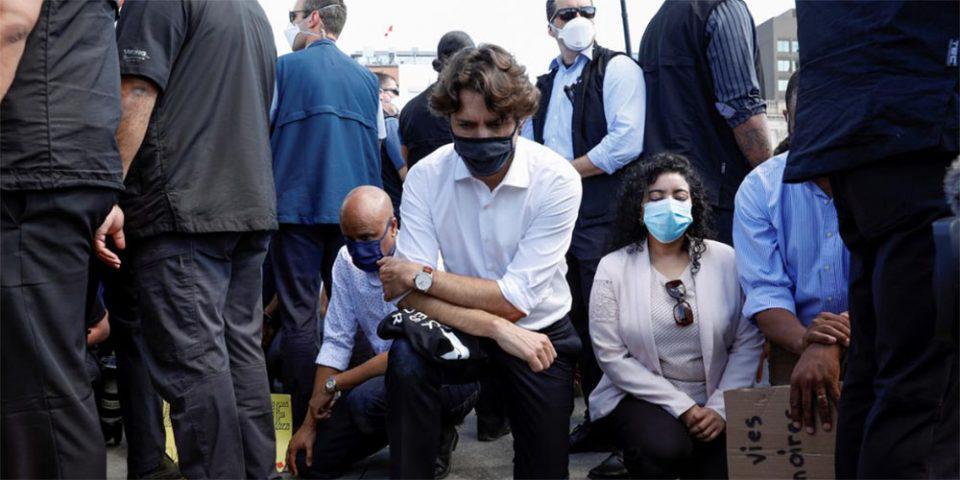 Καναδάς: Γονάτισε ο Τριντό στη μνήμη του Τζορτζ Φλόιντ - «Σήκωσε ανάστημα στον Τραμπ» του φώναζαν οι διαδηλωτές