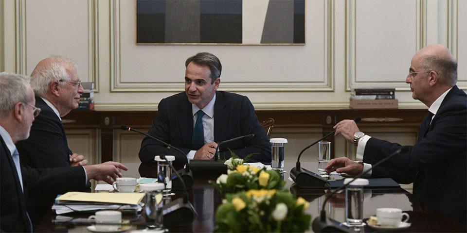 Σε θερμό κλίμα η συνάντηση Μητσοτάκη - Μπορέλ: Θα προστατεύσουμε τα σύνορα της Ελλάδας - Στήριξη από την Ε.Ε.