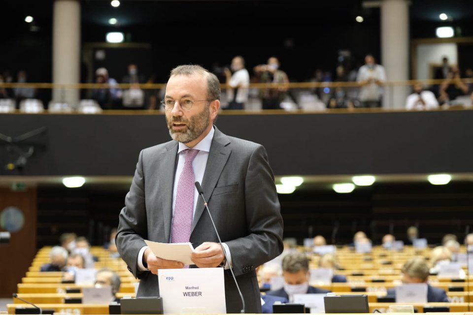 Βέμπερ στο Ευρωκοινοβούλιο: Δε μπορούμε να αφήσουμε την Ελλάδα και την Κύπρο μόνες τους