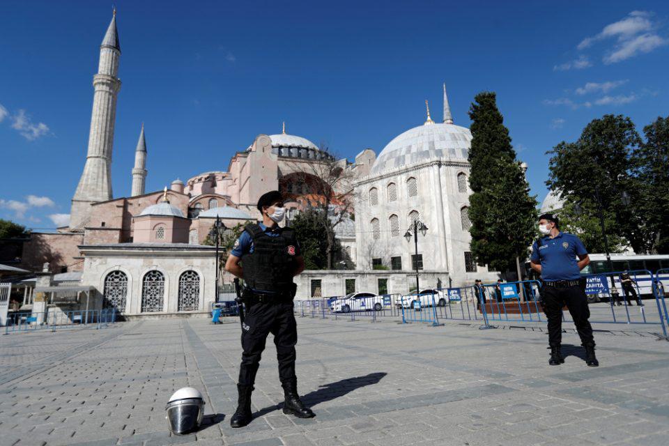 Ο Ερντογάν προκαλεί την Οικουμένη μιλώντας για την Αγία Σοφία που έκλεισε για να ξανανοίξει ως τζαμί