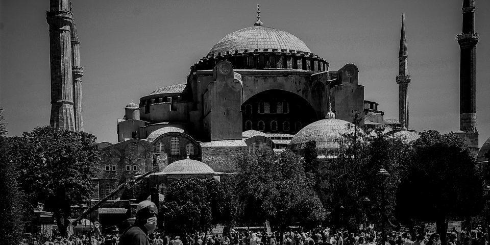 Πανηγυρίζουν τα τουρκικά ΜΜΕ για το σόου του Ερντογάν στην Αγία Σοφία