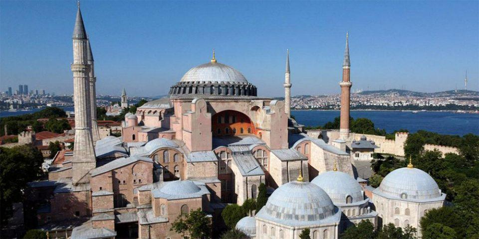 Ηχηρό μήνυμα της Ευρώπης στον Ερντογάν: Να αλλάξει άμεσα η απόφαση για την Αγία Σοφία