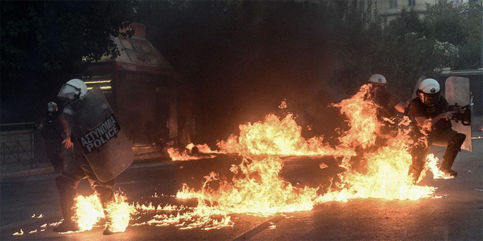 Πεδίο μάχης το κέντρο της Αθήνας: Εντοπίστηκαν αχρησιμοποίητες μολότοφ – «Ήταν έτοιμοι για πόλεμο», εκτιμούν οι Αρχές