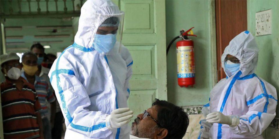 Απίστευτο περιστατικό στην Ινδία: Εννέα άνθρωποι ήπιαν απολυμαντικό τζελ επειδή δεν έβρισκαν αλκοόλ και πέθαναν