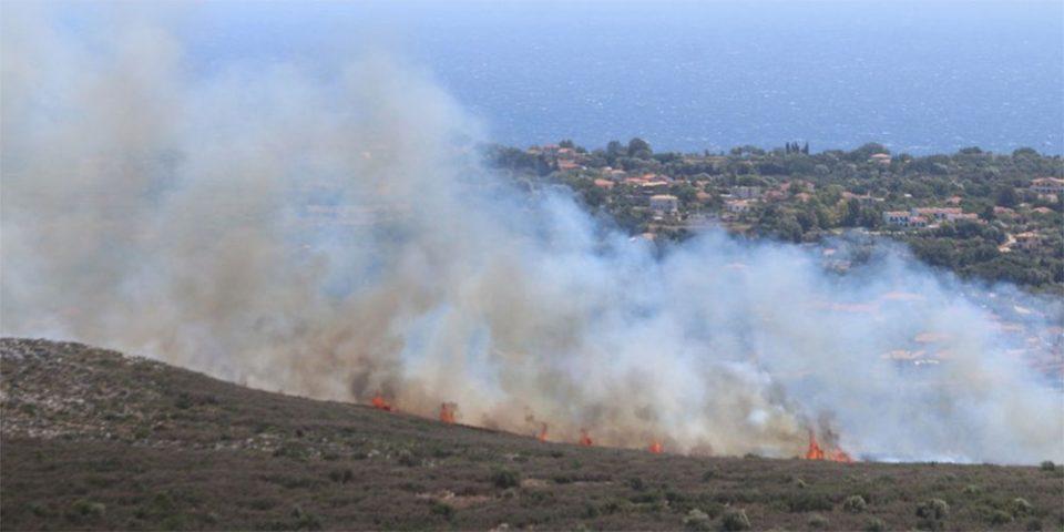 Σε ύφεση η φωτιά στην Κεφαλονιά - Εκκενώθηκε προληπτικά ο οικισμός Δοριζάτα