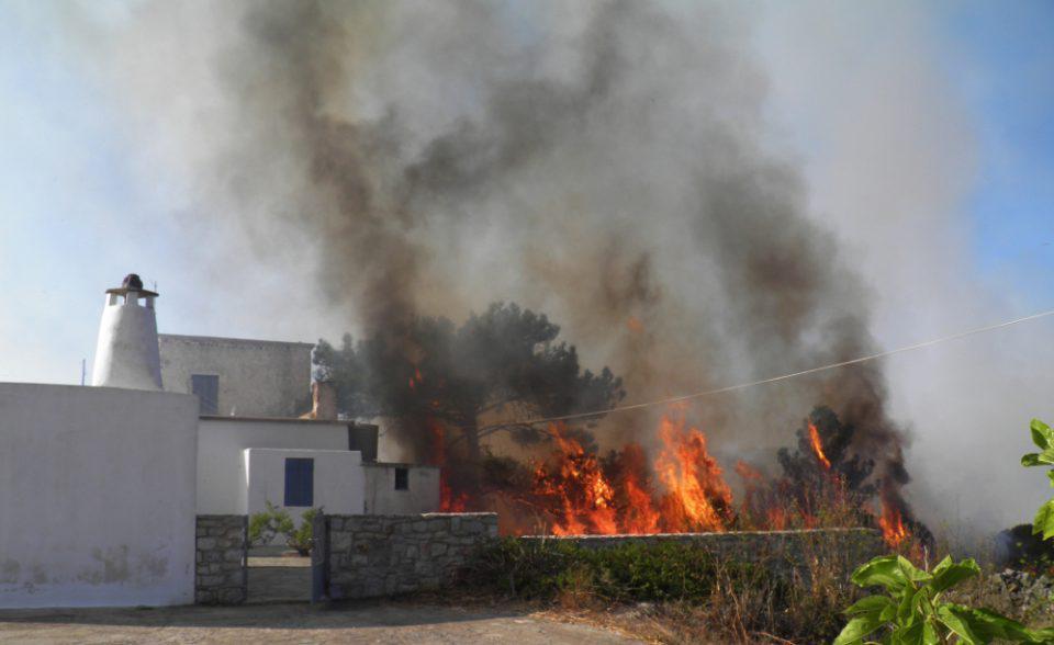 Οργή από τον Δήμαρχο Κυθήρων: Κάηκε το νησί επειδή ο αρχηγός της Πυροσβεστικής ήθελε να «φάει» τον υπαρχηγό