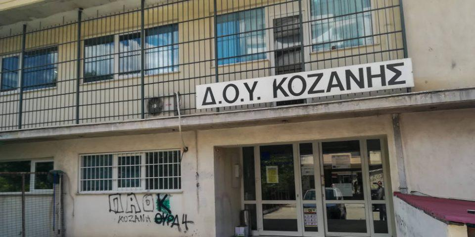 Επίθεση με τσεκούρι στη ΔΟΥ Κοζάνης: Παραμένει σε κρίσιμη κατάσταση ο 56χρονος εφοριακός