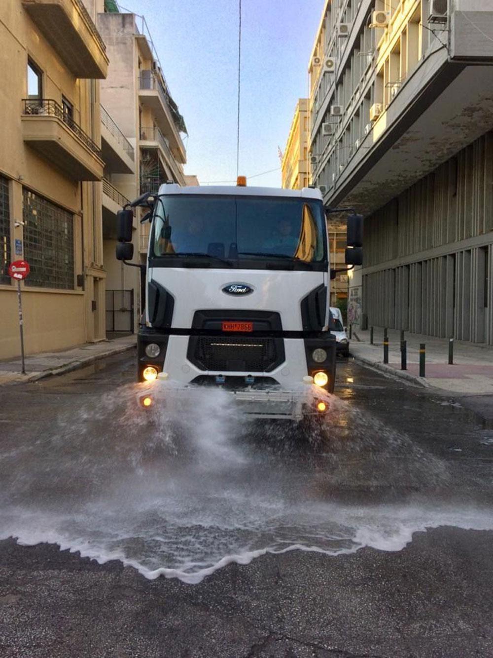 Επιχείρηση καθαριότητα από τον Δήμο Αθηναίων στο Μεταξουργείο