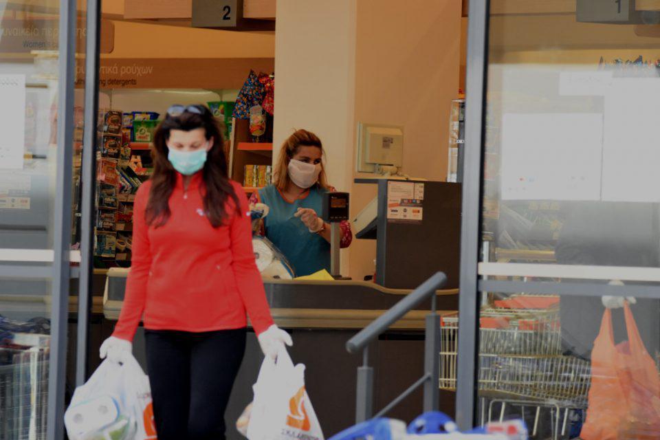 Κορωνοϊός: Υποχρεωτική η χρήση μάσκας στα σούπερ μάρκετ για εργαζομένους και καταναλωτές από αύριο