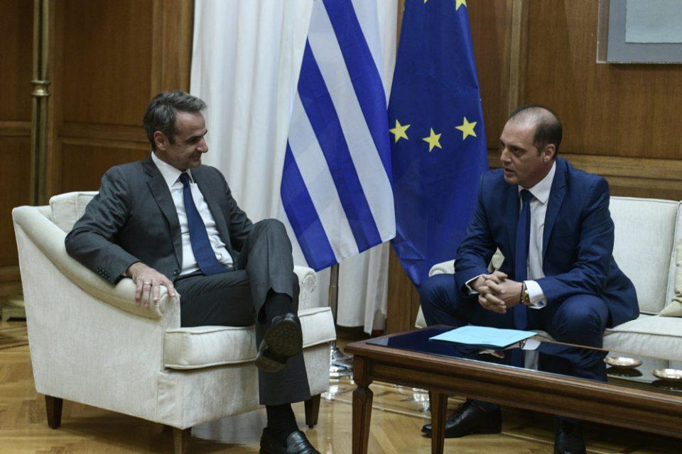 Σύγκληση του συμβουλίου των πολιτικών αρχηγών ζήτησε από τον πρωθυπουργό ο Βελόπουλος